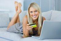 kobieta kupuje przez internet