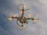 dron w powietrzu